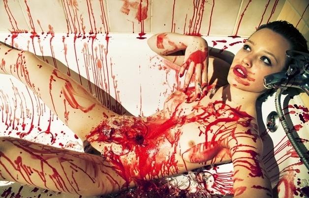 19.abr.2016 - As imagens chocantes da artista tcheca Ludmila Foblova mostram fetiches e desejos por meio de muita sombra e luz