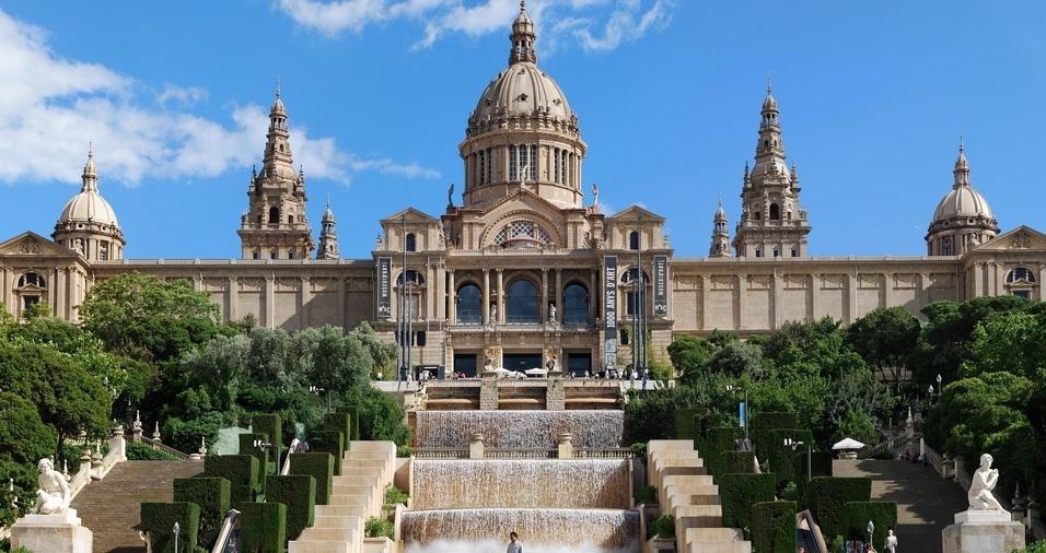 """15. Museu Nacional de Arte Catalunha, ou """"MNAC"""", em Barcelona, está situado no Palácio Nacional, na colina de Montjuïc, e abriga uma das coleções catalãs mais importantes do mundo, desde o romantismo até a atualidade. Vale a pena visitar para conhecer mais sobre a arte, cultura e história de Barcelona"""