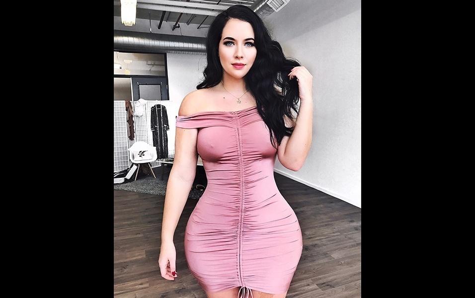 Holly ganhou destaque como fashionista e em 2018 ultrapassou a marca de 300 mil seguidores no Instagram