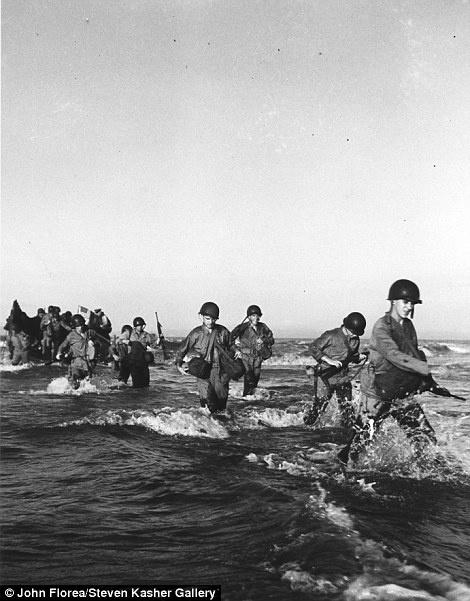 Desembarque na costa da Normandia, em junho de 1945