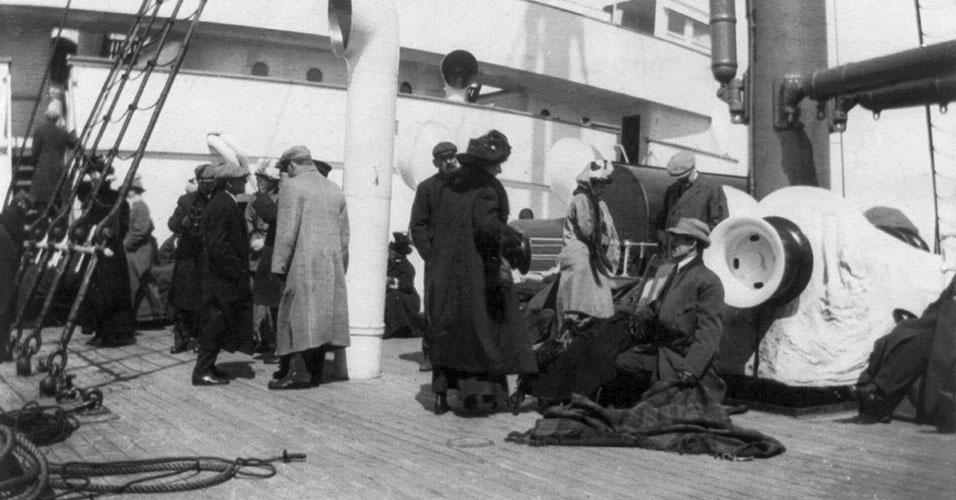 713 pessoas se salvaram no naufrágio do Titanic. 1512 é o número oficial de mortos