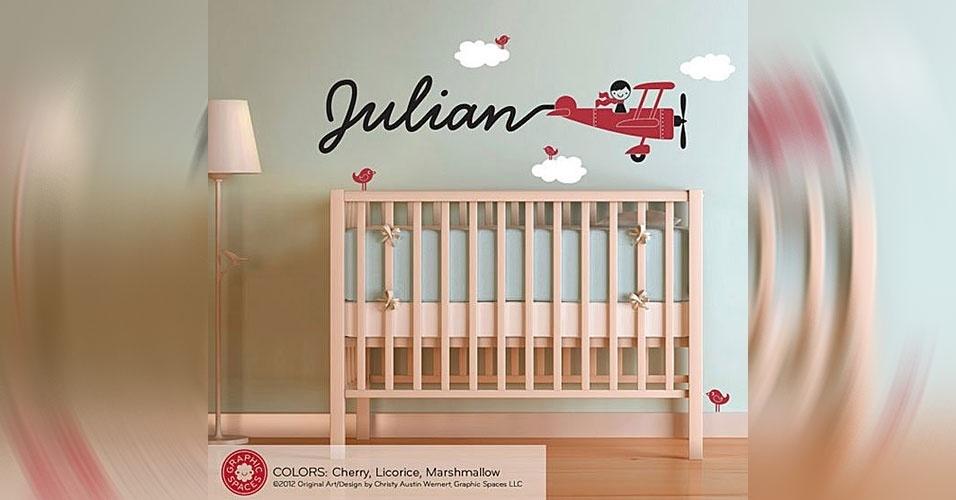 3. O nome da criança pode vir anunciado pelo rastro de um aviãozinho pintado na parede