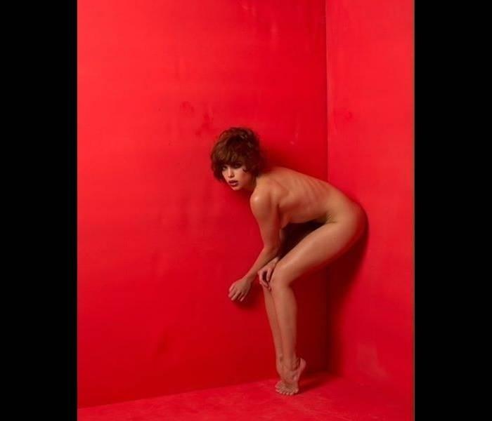 """23.dez.2016 - Bruna Linzmeyer compartilhou uma foto no Instagram em que aparece completamente nua. """"Minha preferida"""", escreveu na legenda a atriz, que está de visual novo: cabelos curtos e escuros. Na sua última novela, """"A Regra do Jogo"""", Bruna estava loira. A atriz está escalada para a """"À Flor da Pele"""", novela de Glória Perez na Globo, prevista para estrear em abril de 2017, no lugar de """"A Lei do Amor"""""""