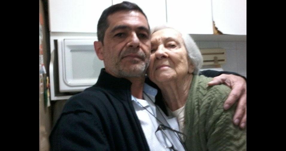 Dona Lourdes Valezin e seu neto Ricardo