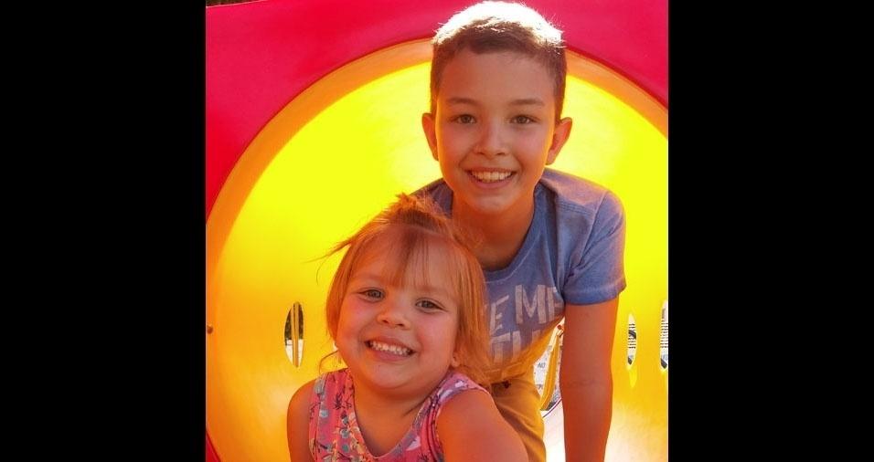 Heryka Toledo enviou foto dos filhos Luna Cassia, de três anos, e Luka, de dez anos. A família mora em Barra do Garças (MT)