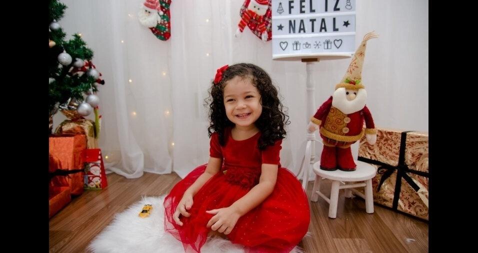 """""""Esta é minha filha Alice, de dois anos, moradora de Duque de Caxias (RJ)"""", contam os pais Roberta Lins e Diego Silva"""