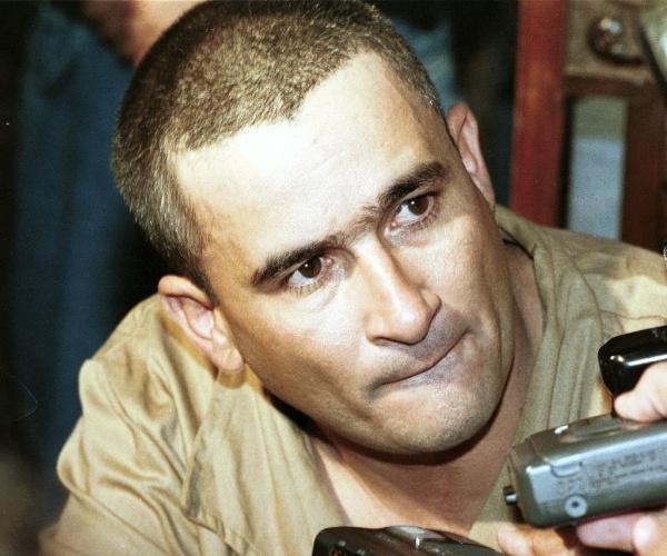 Resultado de imagem para Sequestrador do irmão de Zezé Di Camargo e Luciano foge de prisão
