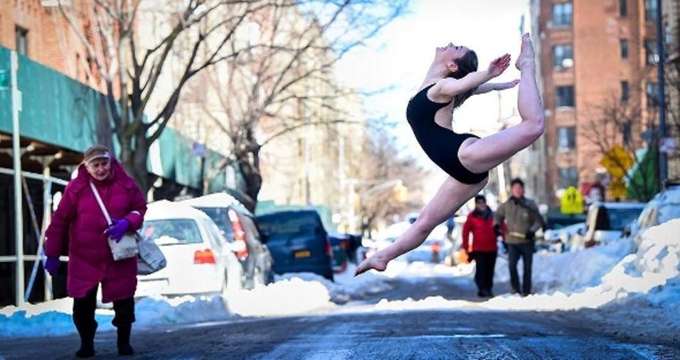 14. Para Jordan, a alegria dos movimentos de dança servem para lembrar das belezas contidas nos detalhes do cotidiano. É possível ver a magia nas fotos dos bailarinos