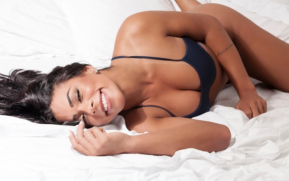 """19.jun.2017 - A modelo Day Teixeira, que posou para a revista Sexy deste mês, estrelou um novo ensaio sensual e falou sobre suas preferências no sexo. A gata brasiliense revelou, por exemplo, que gosta de homens persistentes, e que """"cabeça é mais importante que físico"""", já que prefere mesmo homens mais """"gordinhos"""". Confira a seguir mais fotos do ensaio de lingerie"""