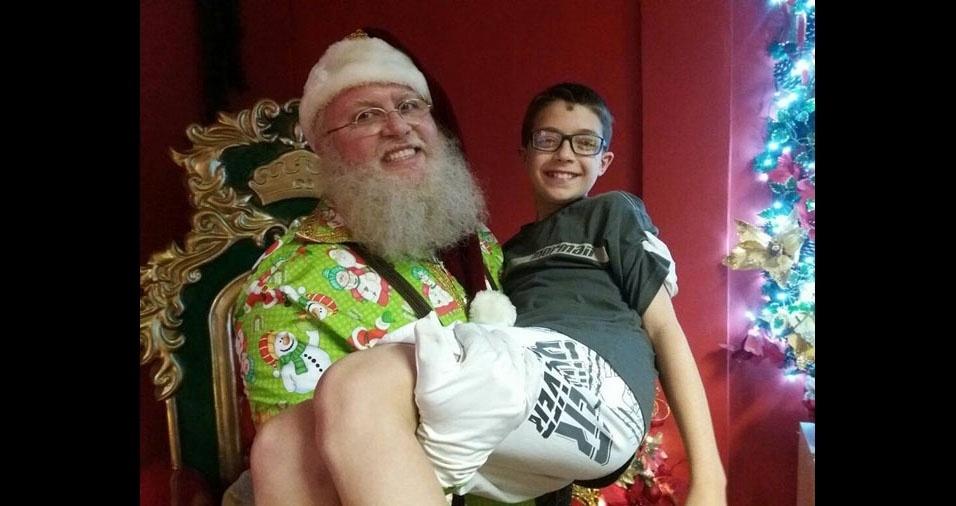 Grasiela enviou foto do filho Caio e o Papai Noel, de Blumenau (SC)