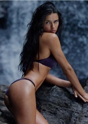 Adriana Lima diz que carreira de modelo não é só glamour - Reprodução/Instagram @adrianalima