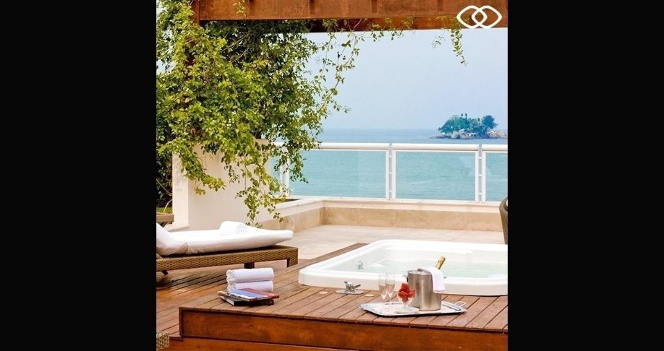 Banheira em local de relaxamento de frente para o mar
