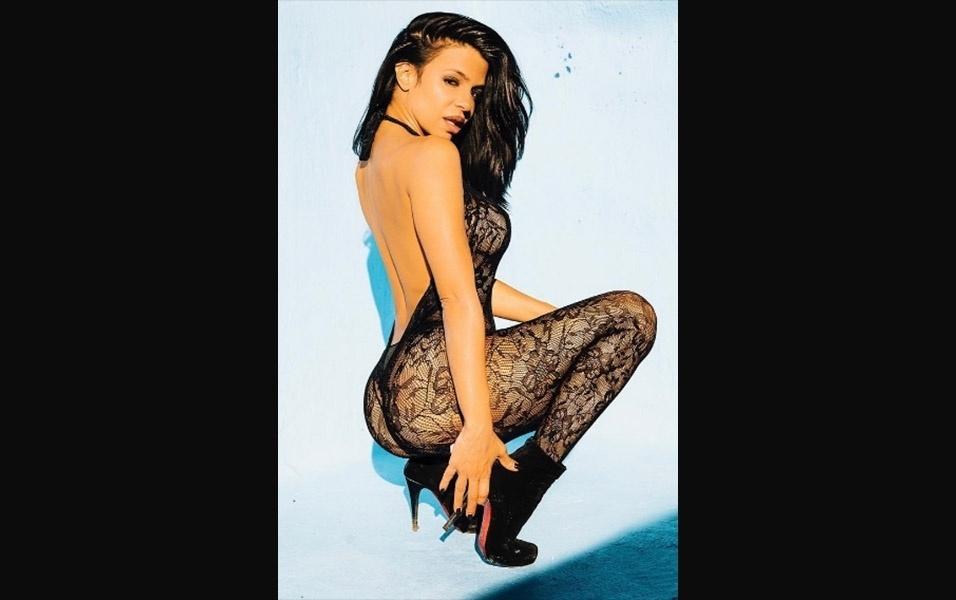 1.fev.2017 - Vida Guerra é natural de Cuba, tem 42 anos, e é conhecida pelas curvas esculturais. Nos anos 2000, a gata era figurinha carimbada em revistas masculinas com ensaios sensuais e publicações do mundo fitness