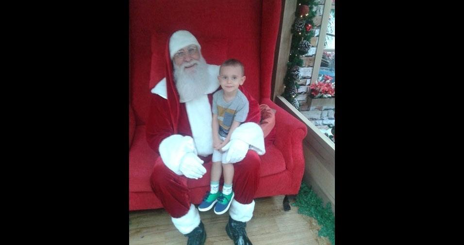 Fernanda enviou foto do filho Lucas com o Papai Noel, de Brasília (DF)