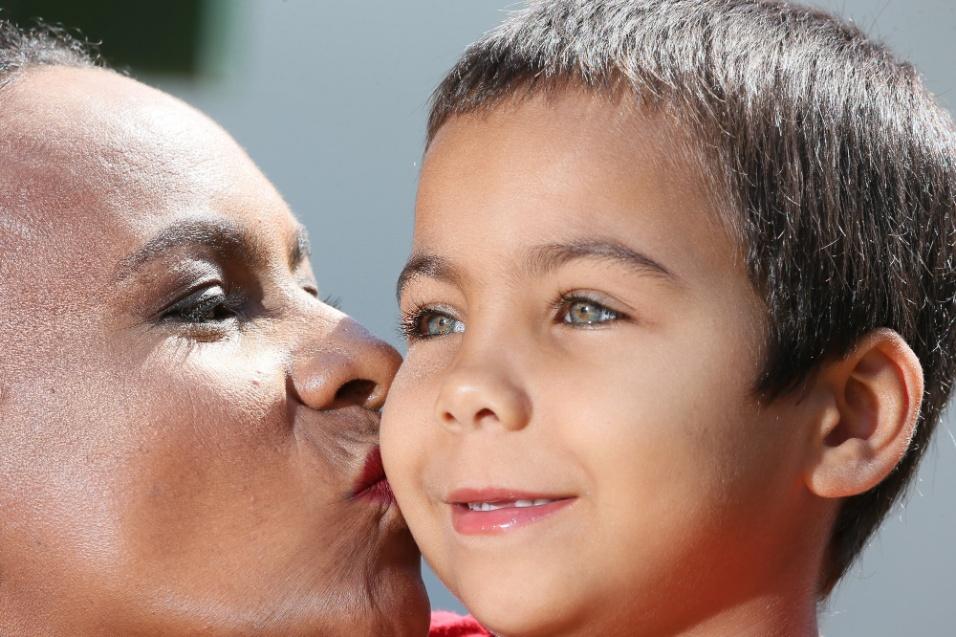 ABRACE. Vanuza de Jesus Araújo, de 42 anos, largou tudo o que tinha em Mato Grosso para tentar um tratamento para a filha Osvaldina Ana, de cinco anos, na capital do país. A menina foi diagnosticada com Talassemia, uma doença genética que causa anemia profunda. Por não conhecer ninguém na cidade, foi orientada a procurar a Abrace. Há três meses, mãe e filha moram na Casa de Apoio