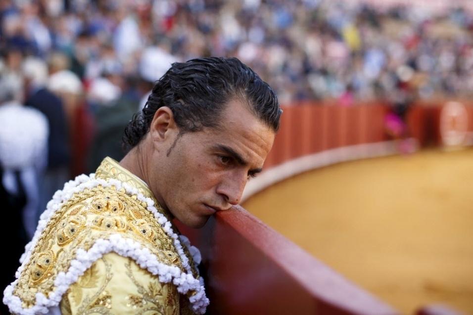Em foto de abril de 2015, o toureiro espanhol Ivan Fandiño observa tourada na praça de touros Real Maestranza de Sevilha, na Espanha. Ivan morreu neste último sábado (17), aos 36 anos, depois de ter o pulmão perfurado durante uma tourada em Aire-sur-l'Adour, na França