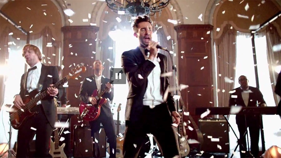 """Adam Levine, vocalista do Maroon 5, no clipe da música """"Sugar"""" - Reprodução / YouTube"""