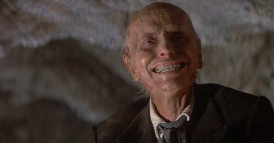 Além das mortes das duas jovens atrizes, o ator Julian Beck, que interpretava o reverendo Henry, perdeu a batalha contra o câncer e morreu durante as filmagens de Poltergeist II, em 1985