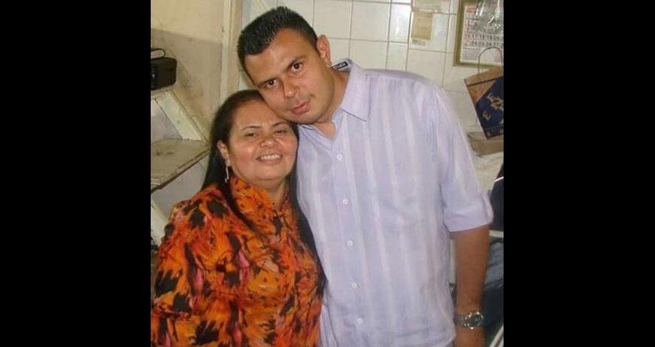 Douglas de Castro Lima com a mãe Maria do Socorro de Castro Gomes Lima, de São Paulo (SP)