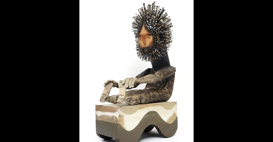 19. Escultura em madeira com pregos, de Jaime Molina