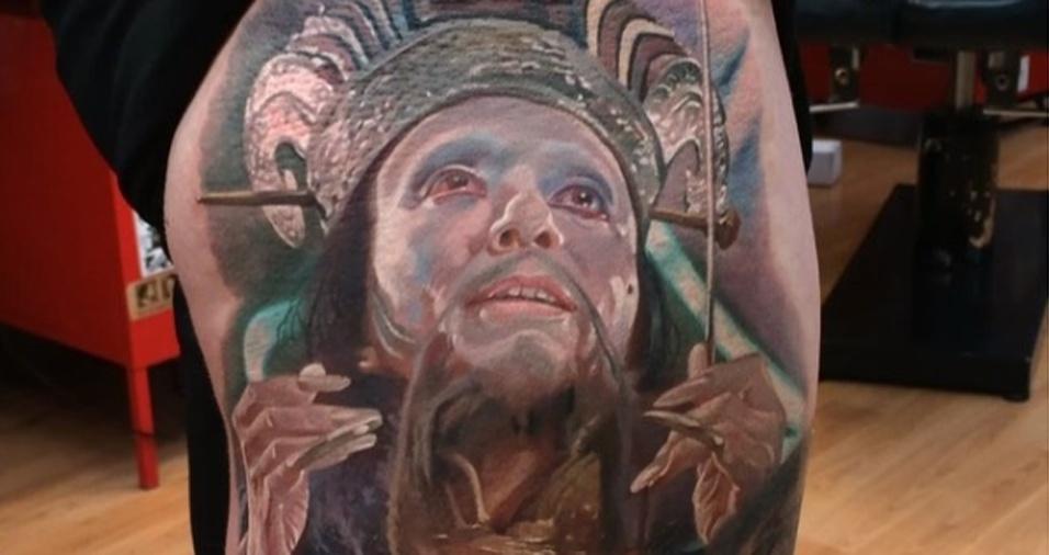 21. Alguns clientes já levam os rostos que querem, outros contam com ideias do tatuador para aprimorar os desenhos
