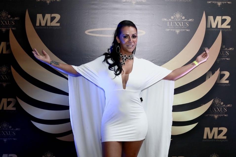 5.nov.2017 - A ex-atriz pornô Debora Dunhill é uma das convidadas para prestigiar o concurso Musa do Brasil