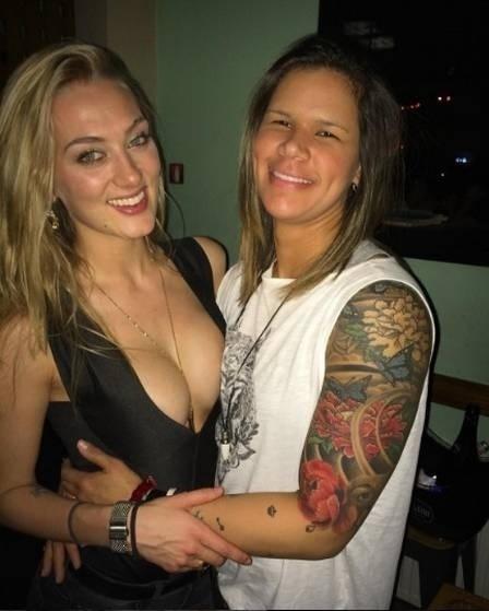 Atualmente, Mayssa (dir.) namora a modelo canadense Nikki Shumaker. Na maior parte do tempo, as duas vivem um relacionamento a distância, já que Nikki mora em Toronto e Mayssa joga no HC Vardar, da Macedônia