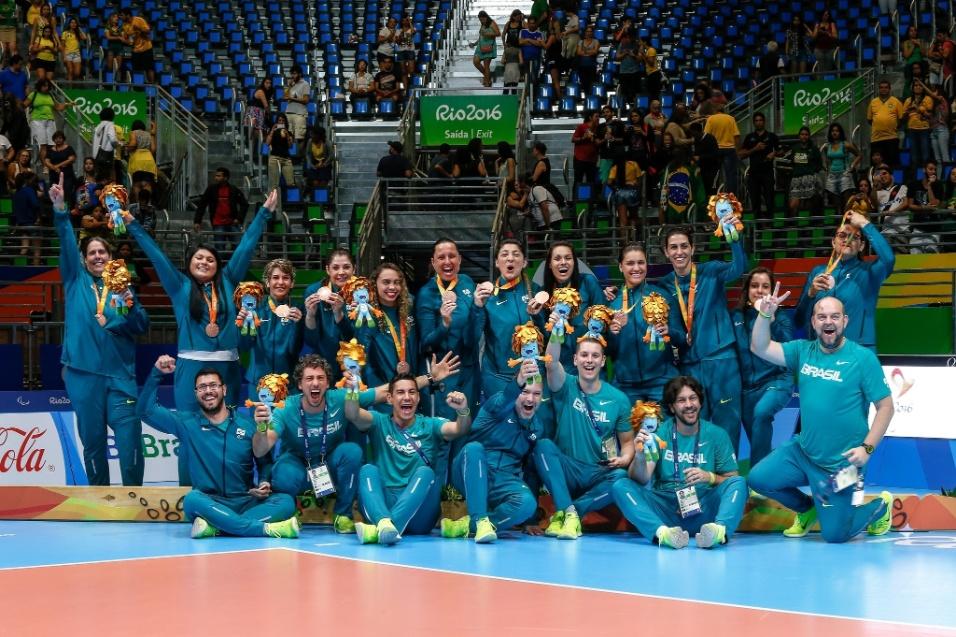 17.set.2016 - A seleção brasileira feminina de voleibol sentado derrotou a Ucrânia por 3 sets a 0 e ficou com o bronze