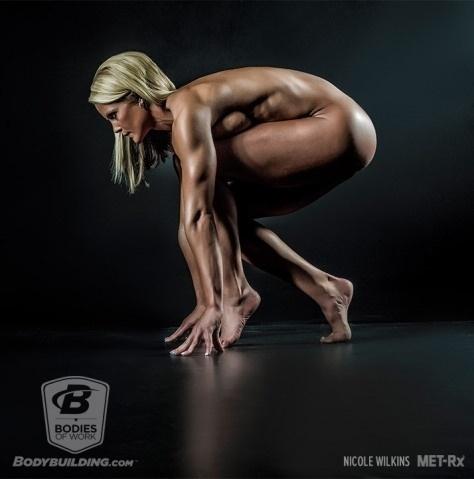 25.abr.2016 - Ensaio fotográfico com fisiculturistas tem o objetivo de mostrar, com poses extremas, o resultado da malhação e amor de atletas ao esporte