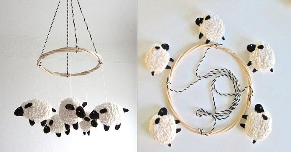 21. Móbile de carneirinhos feitos de lã