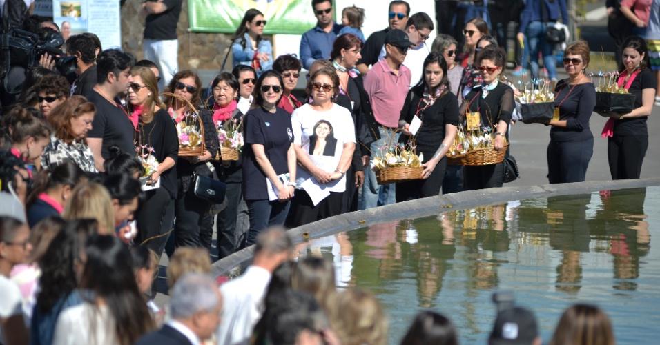 Familiares, amigos e moradores da região do Campo Belo, onde fica o Memorial 17 de Julho, reuniram-se em uma série de homenagens às vítimas do acidente da TAM em Congonhas, há exatos dez anos
