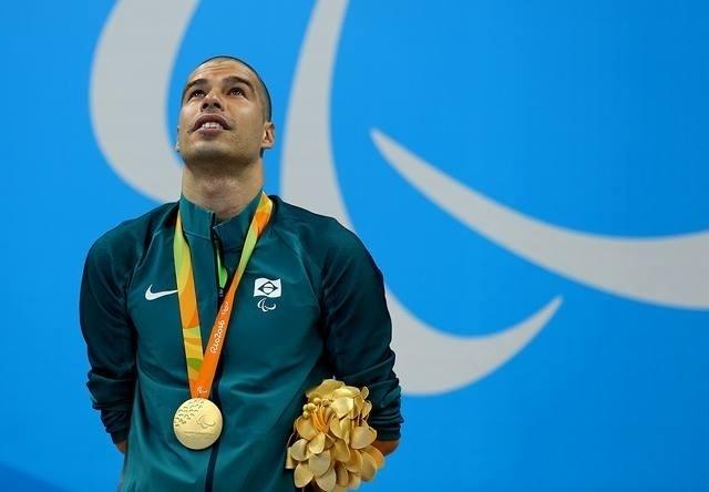 8.set.2016 - Daniel Dias comemora a medalha de ouro nos 200m livre da categoria S5, com o tempo de 2min27s88