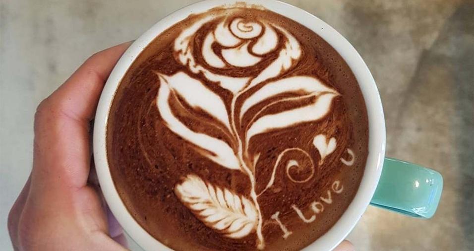17. Novamente uma flor na xícara