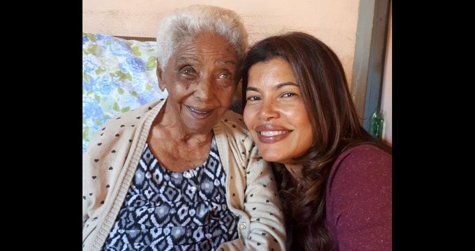 """Sandra Gil, de Barretos (SP), quer homenagear a avó, dona Elídia, de Colômbia (SP), que completou 106 anos no último dia 15 de julho. """"Foi ela quem me criou e ensinou a ser tudo o que sou."""""""