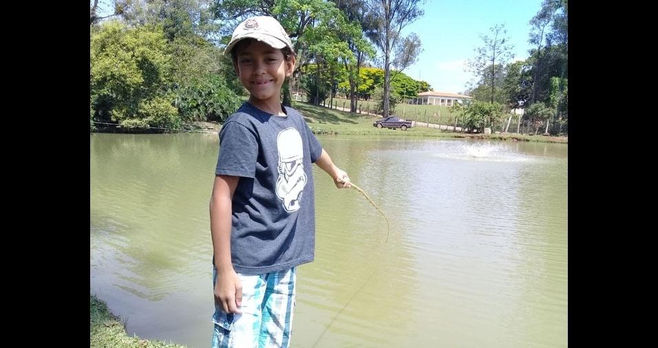 Os pais Paulo e Márcia enviaram foto do filho Gabriel, o pescador
