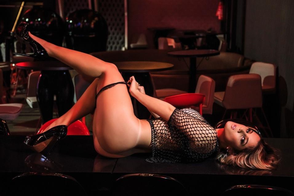 """20.out.2016 - Ela gosta mesmo de tirar a roupa! Após posar completamente nua para a revista Sexy, a modelo Vanessa Vailatti, de 22 anos, é destaque do site Diamond Brazil, especializado em ensaios sensuais. A catarinense se mostrou bem à vontade e contou detalhes do que gosta e não gosta na cama. """"Amo carinho. Não gosto de nada muito agressivo"""". Veja mais revelações sexuais da gata nas fotos a seguir"""