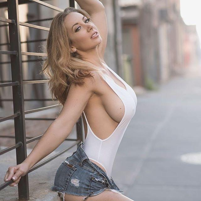 20.nov.2016 - Aos 30 anos, Jayden Jaymes brilha no Instagram postando fotos bem sensuais. A gata é mais uma das atrizes de filmes adultos que bombam na rede social