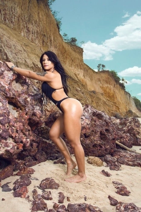 17.abr.2017 - Yasmin Castrillon exibe suas curvas em ensaio sensual