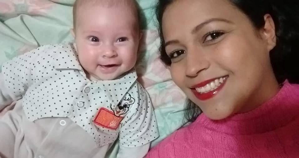 A mamãe Carolina com a filha Marcelinha, de São Paulo (SP)