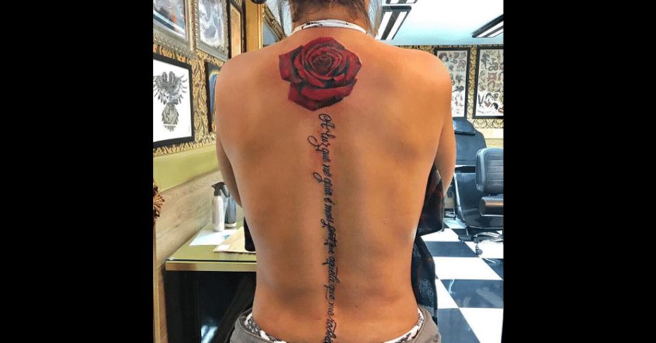 11.jul.2017 - Valesca Popuzuda mostrou em seu Instagram sua mais nova tatuagem. A funkeira visitou um estúdio em São Paulo para escrever uma frase nas costas: