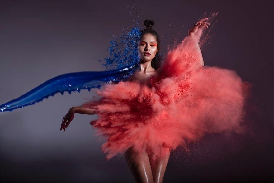 """12.ago.2017 - Os fotógrafos Asida Turava e Radoslaw Redzikowski, da Polônia, criaram imagens belíssimas ao """"vestir"""" modelos de água, fogo e vento em um ensaio que levou  três dias para ser concluído"""