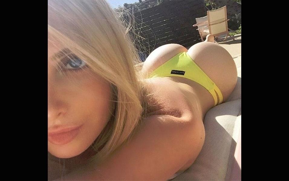 30.dez.2016 - A modelo fitness Amanda Lee tem 6,8 milhões de seguidores no Instagram. Considerada uma das musas mais bem pagas da rede social, a canadense também é modelo de biquínis e sempre posta imagens usando a peça