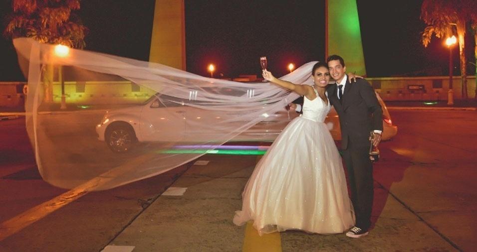 Kelli e Thiago, de Resende (RJ), trocaram alicanças em 20 de maio de 2011