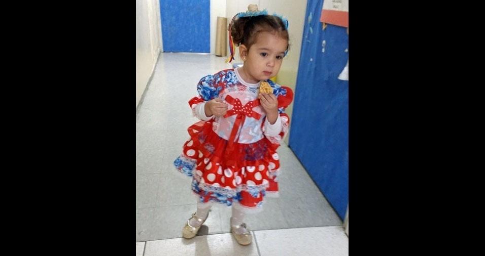 Gerlane Gonçalves, de São Paulo (SP), enviou foto da filha Sofia Sena, dois anos, na festa junina da escola