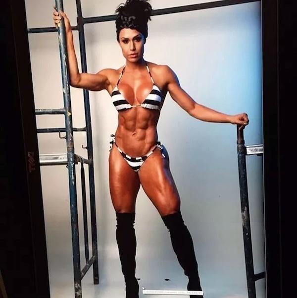 12.ago.2015 - Gracyanne Barbosa surpreendeu os seus seguidores com uma foto postada no Instagram. Na imagem, a mulher do cantor Belo exibe o seu corpo sarado