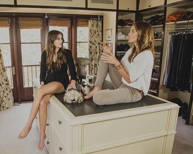2.out.2015 - Em um ato de carinho, Cindy Crawford comentou em entrevista ao Tha Thick que guarda um closet com roupas que está guardando para a filha