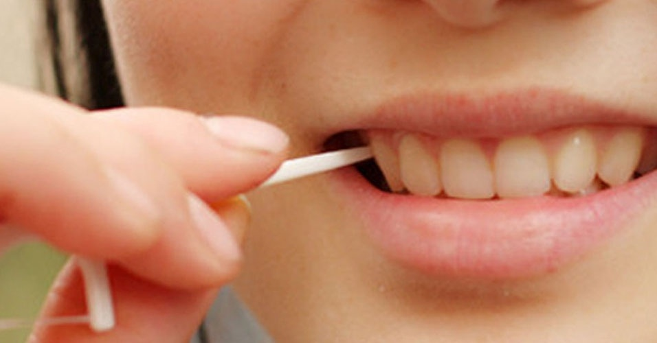 19. Se precisar cutucar os dentes, não use os dedos