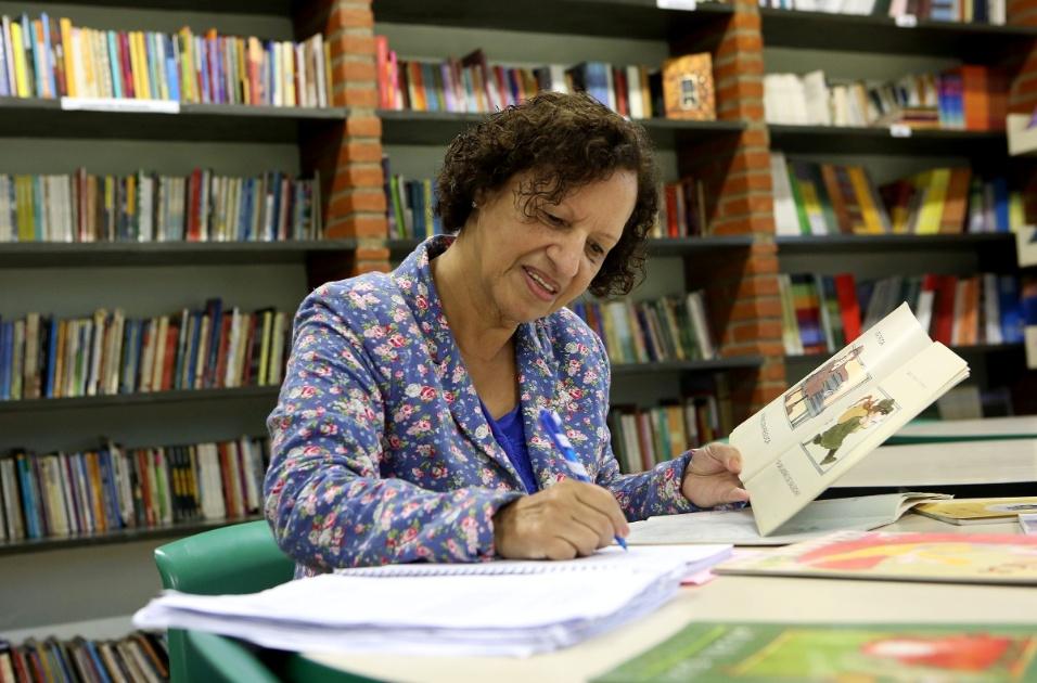 A vontade de ser professora começou aos 4 anos para Sueli. O amor pela literatura, ela herdou do pai, que sempre reunia os filhos em volta da mesa para ouvir cordéis