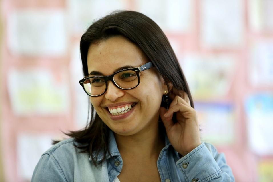 """Outra integrante do projeto """"A construção da identidade"""" é a professora Ariana Ferreira, de 33 anos. Há dez como professora de português, ela foi responsável pelos saraus sociais e por ajudar no processo de criação das poesias de protesto dos seus alunos"""