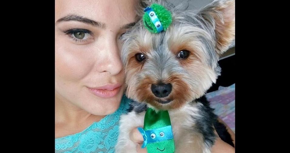 27. A apresentadora, empresária, atriz, e modelo Geisy Arruda é apaixonada por seu cãozinho Mike Arruda